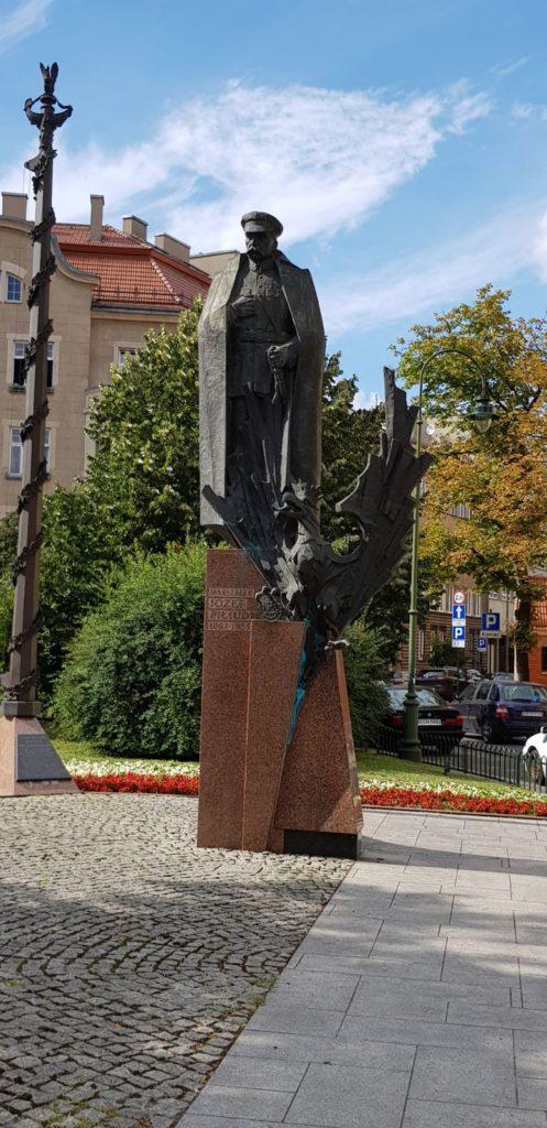 pomnik-marszałka-piłsudskiego-497x1024 Blog