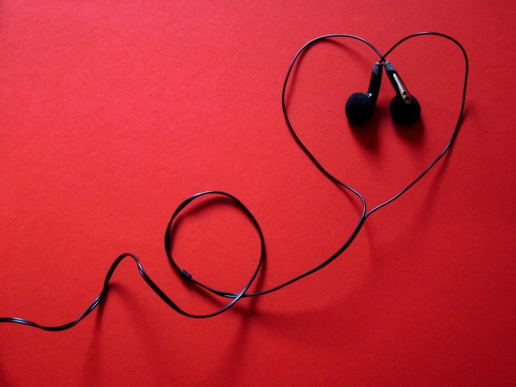 zestawy-słuchawkowe-1024x768 Blog