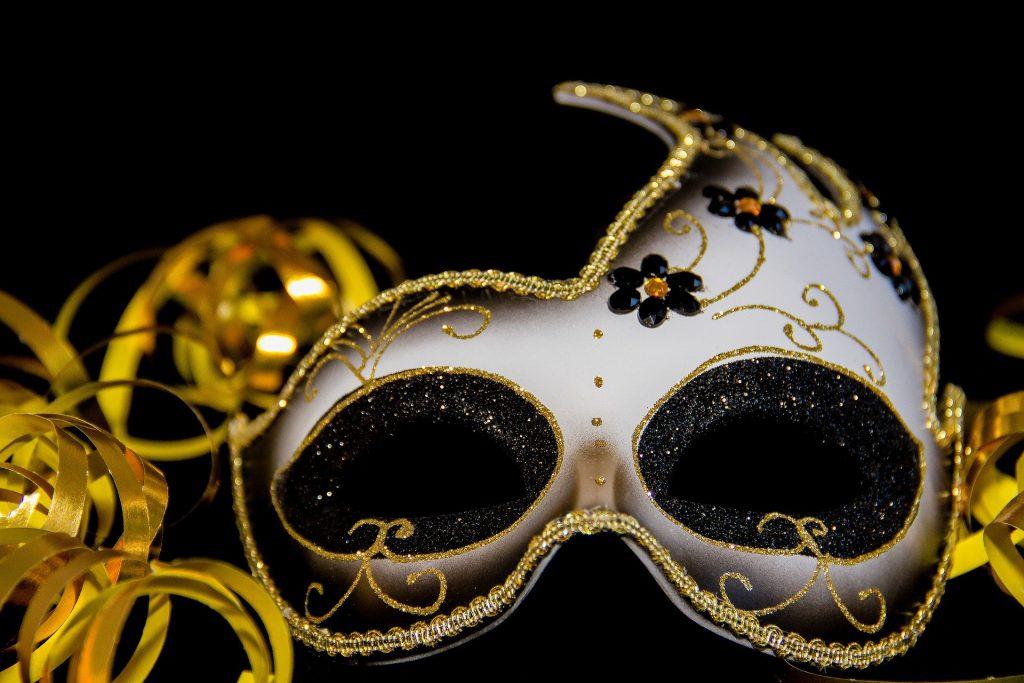 carnival-3075912_1920-1024x683 Blog